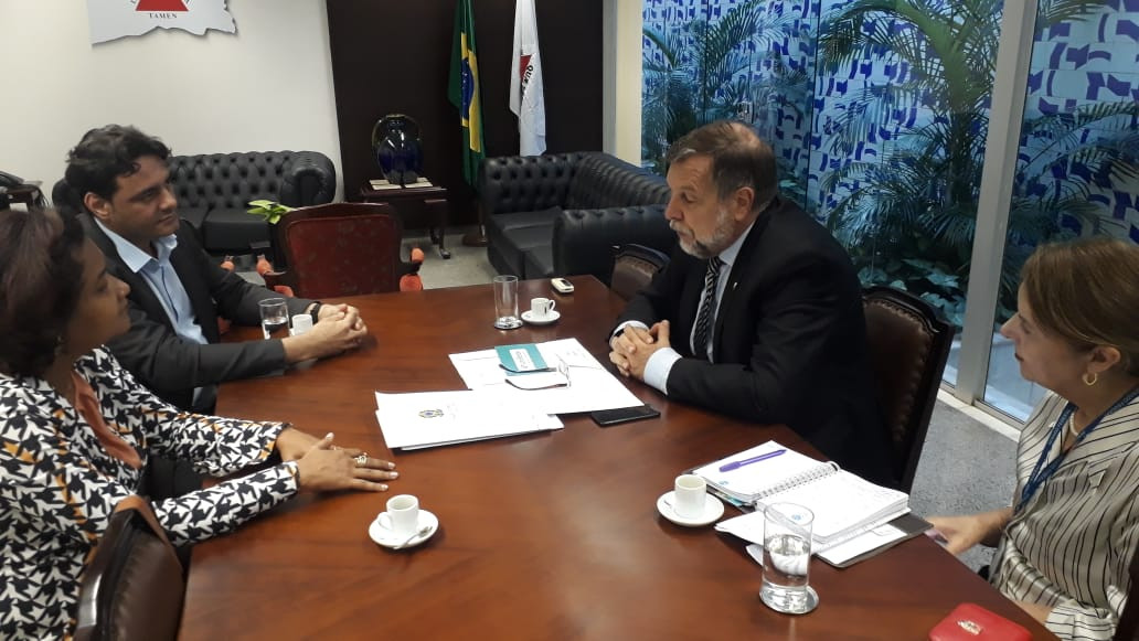 UniRede reúne com Senador Flávio Arns (PR) – Presidente da comissão de educação do Senado Federal para discutir Educação a Distância